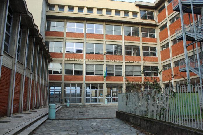 Facciata frontale della scuola Luigi Casale